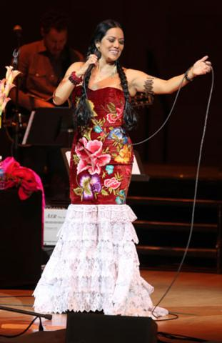 image for Lila Downs: Pecados y Milagros