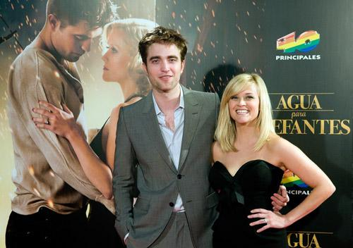 image for Robert Pattinson se refugia con Reese Witherspoon
