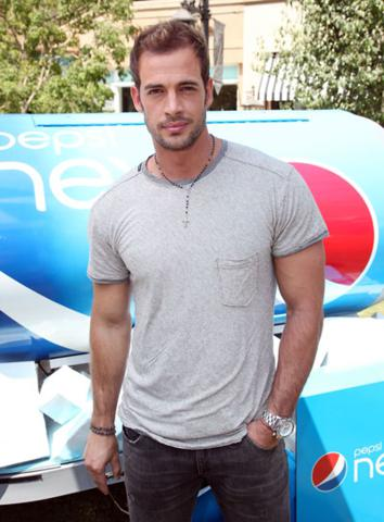 image for William Levy considerado para protagonizar con Angelina Jolie