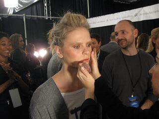 image for Maybelline embellece el desfile de Custo Barcelona