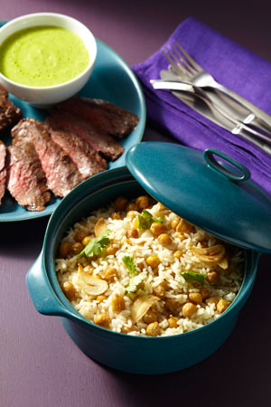 image for Arroz blanco con garbanzos y ajo, con churrasco en salsa de tomatillos