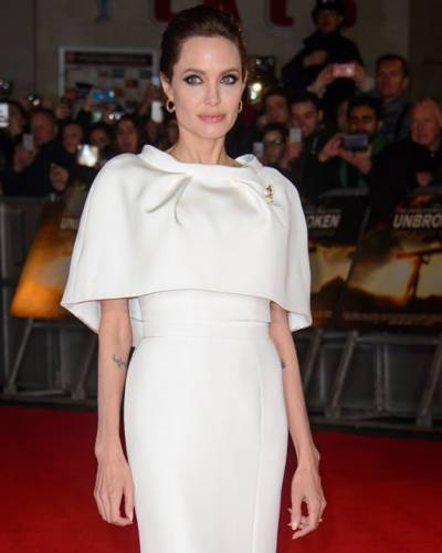 image for Angelina Jolie tuve que ser actriz solo para complacer a su madre