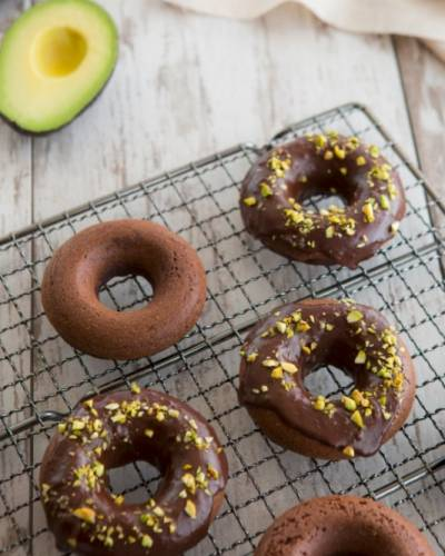 image for Donas glaseadas de aguacate y chocolate oscuro