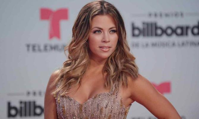 image for Ximena Duque presenta a su hija Luna con un tierno video