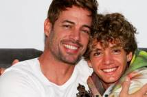 thumbnail for William Levy reaparece tras el grave accidente de su hijo